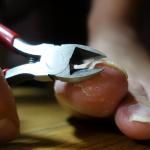 爪が硬い人用の爪切り|切った爪が飛び散らないKAI貝印ストッパーつめ切り