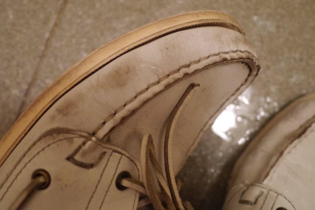 パラブーツ白い革靴を石鹸で水洗い
