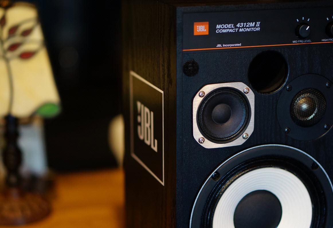 JBL4312m(BK)レビューと模様替えで音質改善