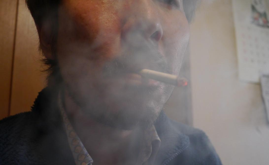 タバコ吸ってしまうオレ