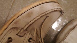 白い革靴を水洗い手入れウタマロ石鹸でパラブーツバースを雑にゴシゴシ洗ってみた
