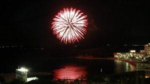 白良浜の花火大会写真|ラフォーレ南紀白浜の一室より撮影