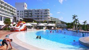 沖縄かりゆしビーチリゾートオーシャンスパのプール写真ほか家族旅行にいいホテルだった