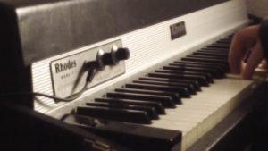 ローズ・ピアノの音Fender Rhodes都会的メロウサウンド名曲動画フェンダーローズまとめ