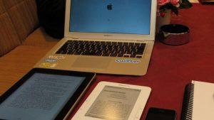 ipadとキンドルそしてmacbookとiphoneおまけの手帳サイズ比較